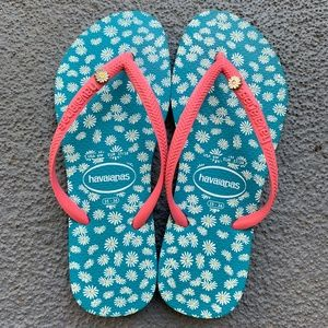 Havaianas Daisy Blue and Pink Flip Flop